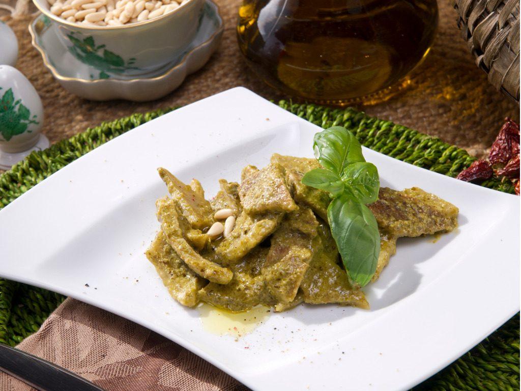 Testaroli al pesto: la ricetta della tradizione della Lunigiana