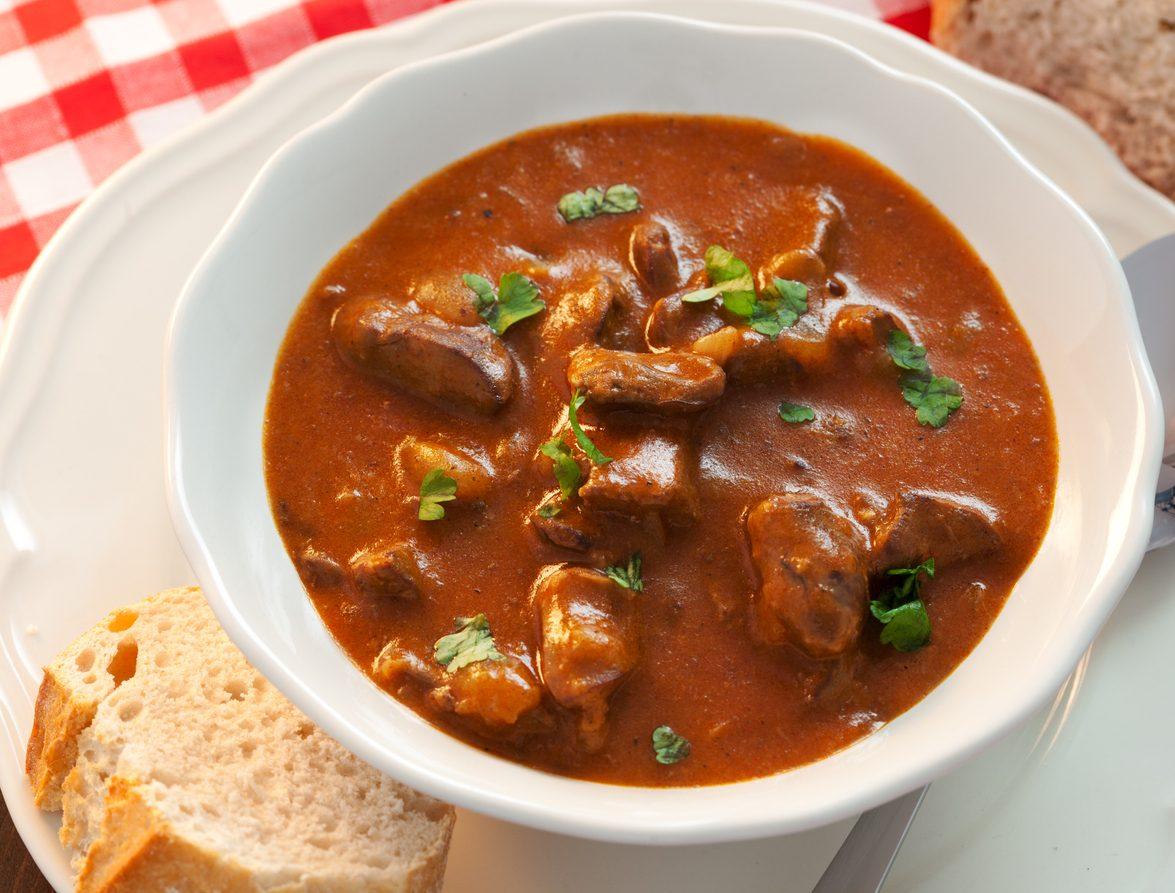 Zuppa di soffritto: la ricetta della zuppa forte tipica della tradizione napoletana
