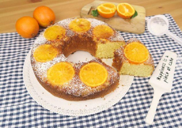 Torta rovesciata all'arancia: la ricetta del dolce profumato e soffice