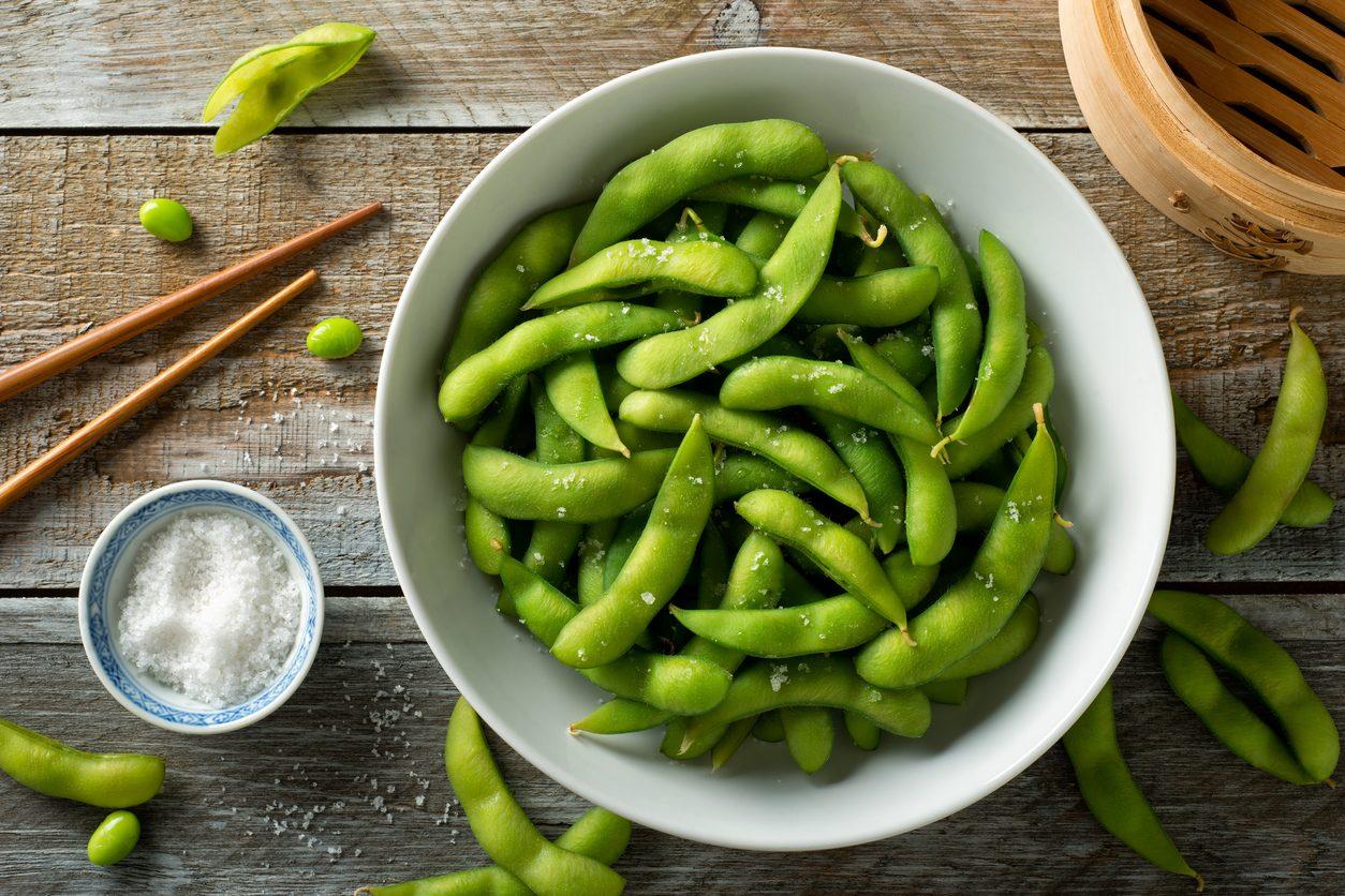 Edamame: cosa sono e come cucinare i fagioli di soia orientali