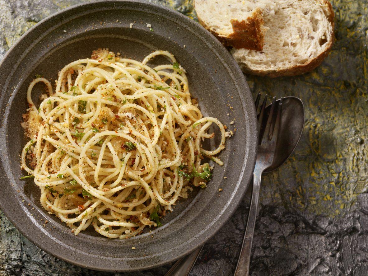 Pasta con la mollica: la ricetta del primo piatto povero siciliano