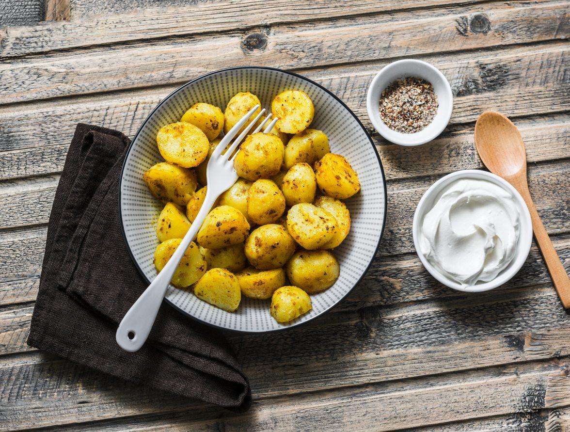 Patate novelle al forno: la ricetta del contorno gustoso