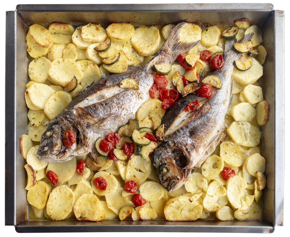 Cernia al forno con patate: la ricetta del secondo salutare e gustoso