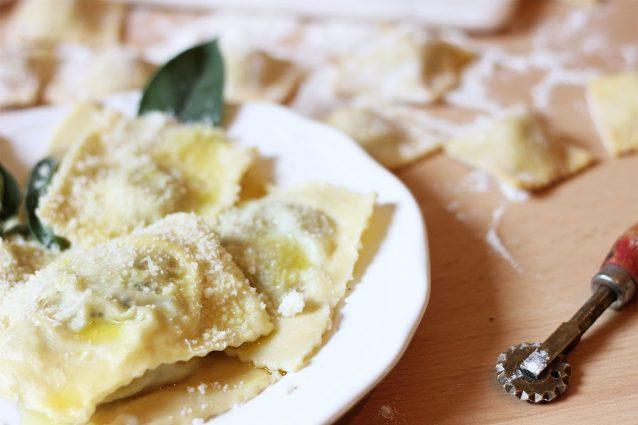 Ricetta Ravioli Patate.Ravioli Di Patate La Ricetta Col Ripieno Di Salsiccia