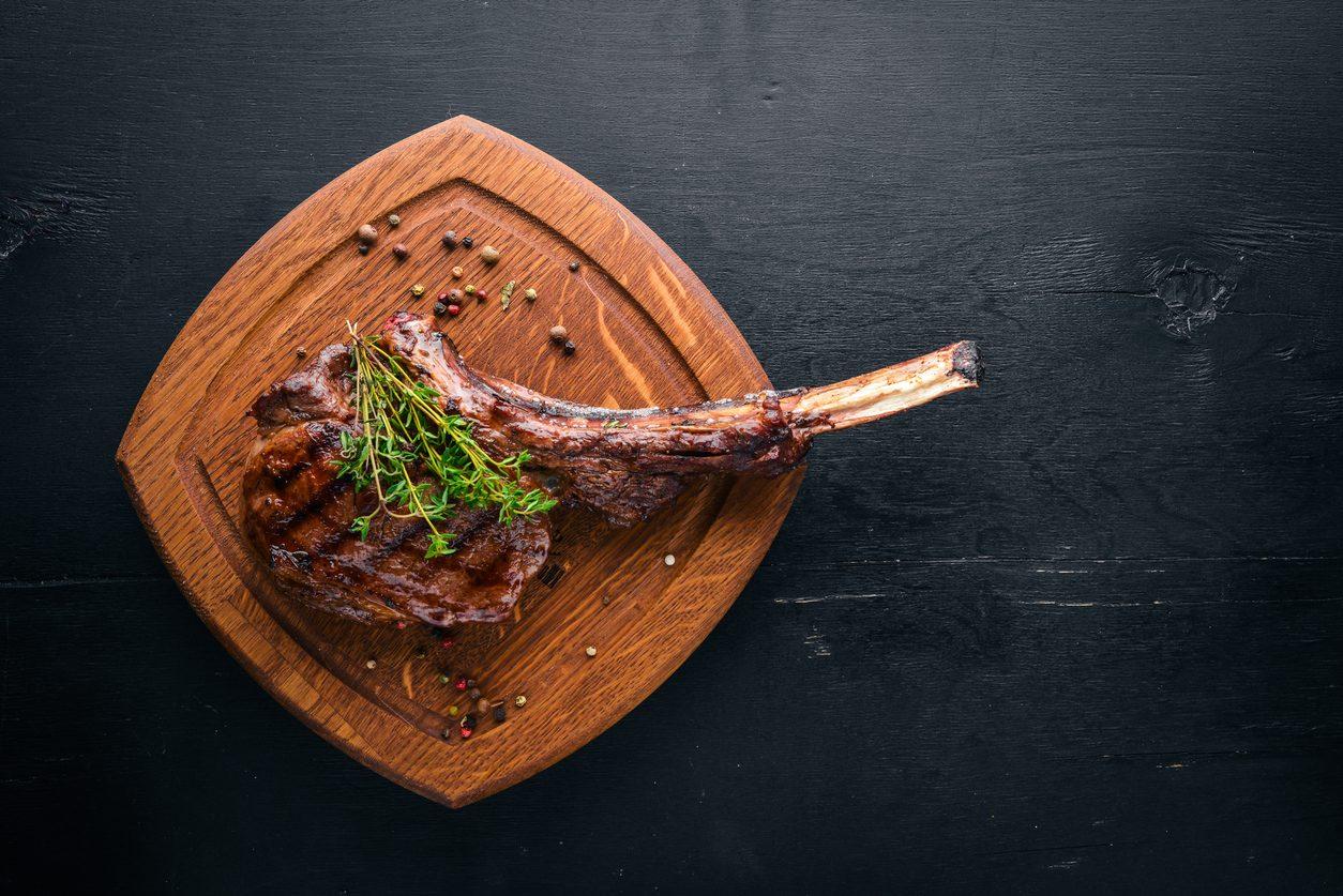 Tomahawk: cos'è e come mangiare la bistecca di brontosauro