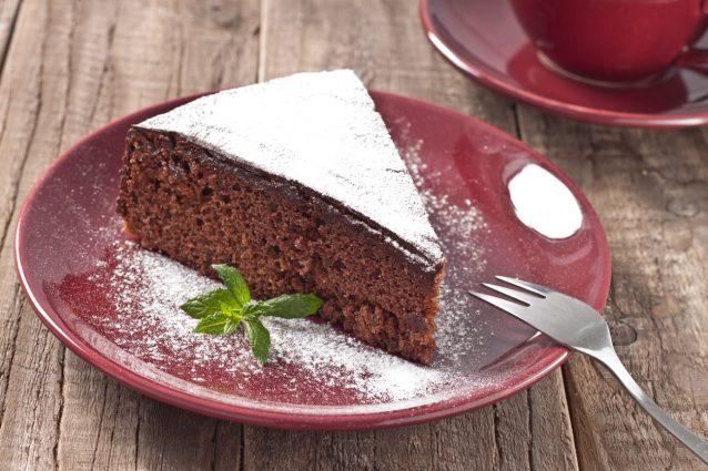Torta Acqua E Cioccolato.Torta All Acqua Al Cioccolato La Ricetta Del Dolce Leggero Al Cacao Senza Uova