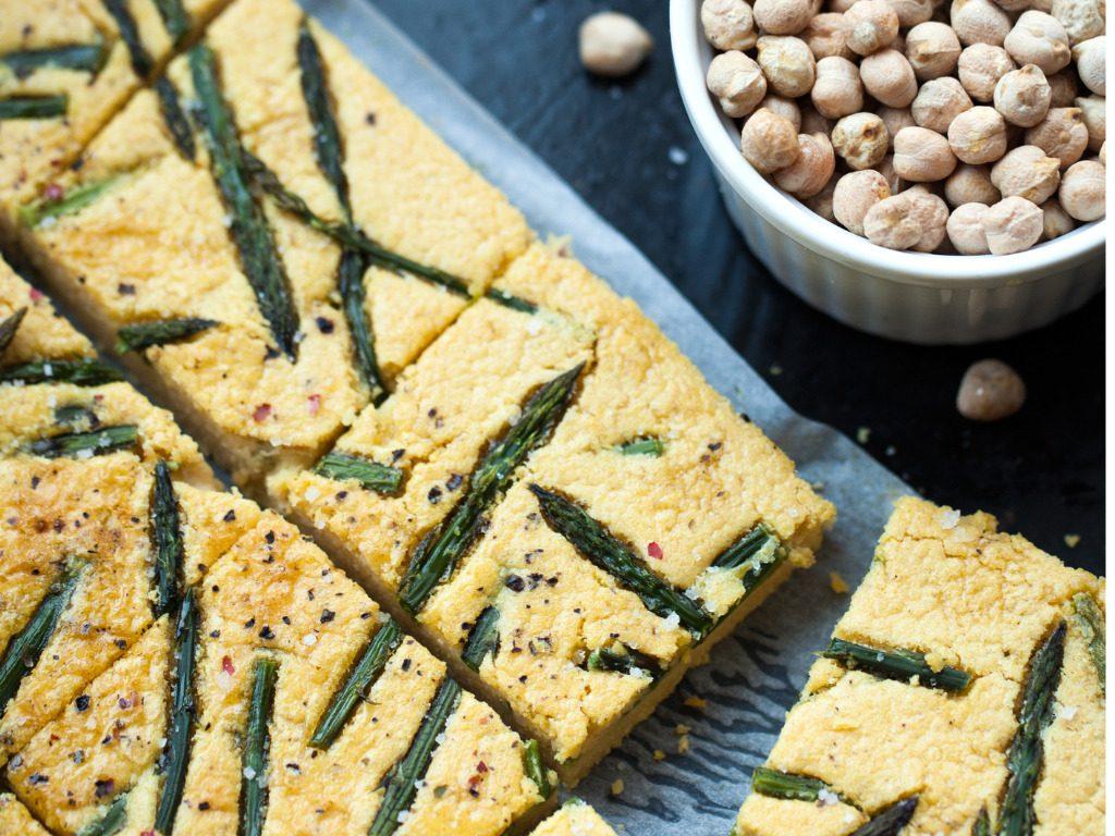 Farinata di ceci con asparagi: la ricetta gustosa