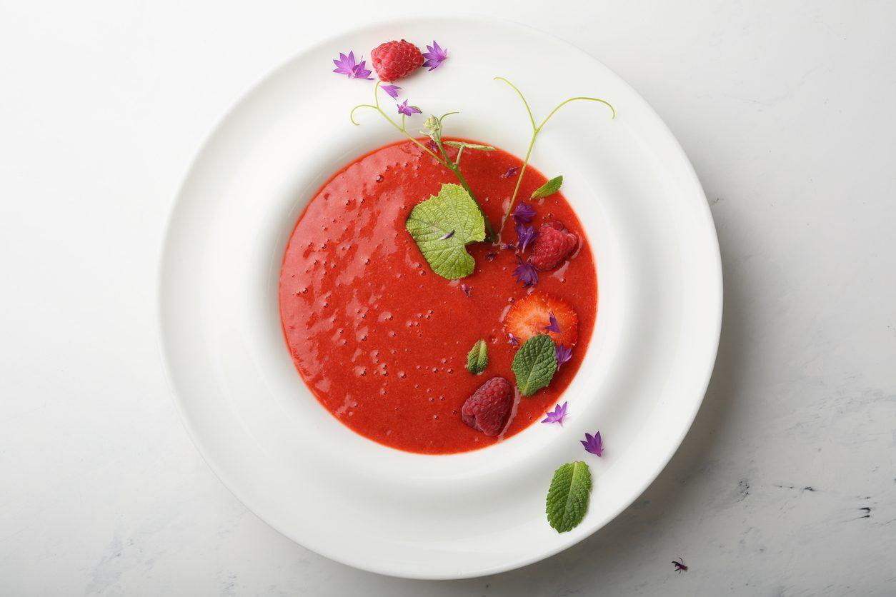 Gazpacho ai frutti rossi: la ricetta dell'antipasto fresco