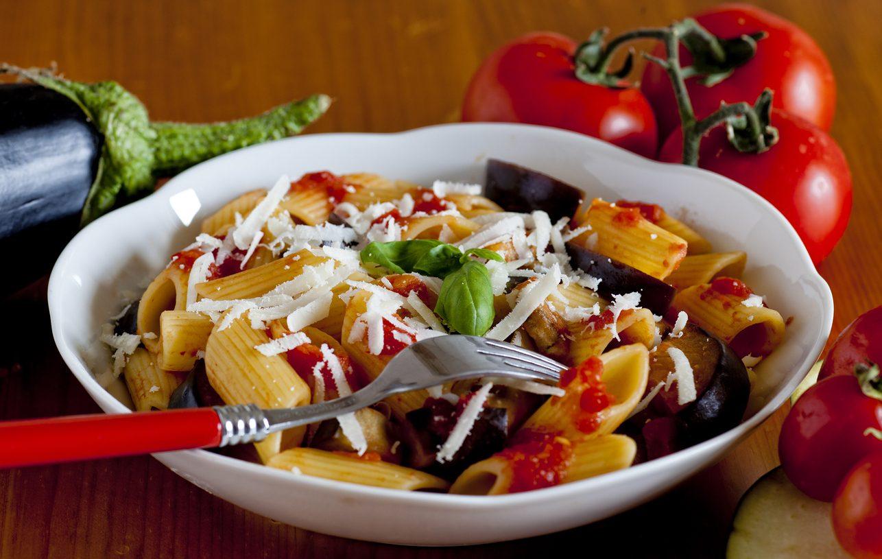 Pasta alla Norma light: la ricetta leggera e non fritta del piatto catanese