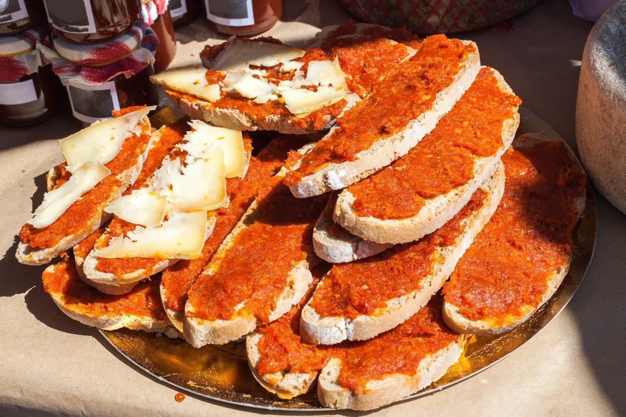 Nduja: cos'è e come si mangia il morbido insaccato calabrese