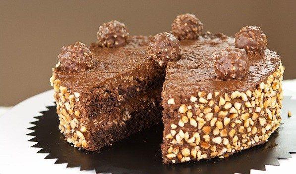 Torta Ferrero Rocher: la ricetta della torta facile e golosa