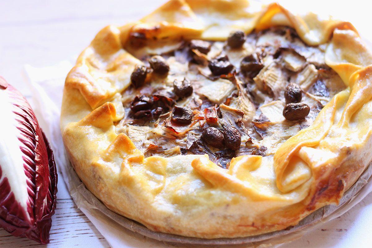 Torta salata con radicchio e speck: la ricetta del piatto unico