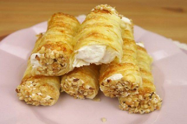 Cannoli di sfoglia: la ricetta dei dolcetti classici della pasticceria mignon