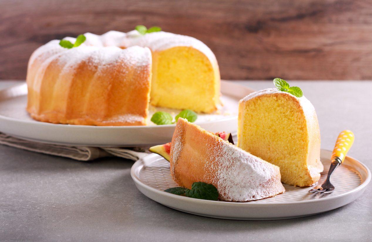 Ciambella sofficissima: la ricetta per fare un dolce da credenza facile e veloce