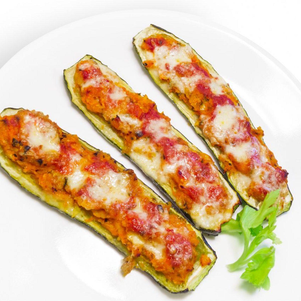 Ricetta Zucchine Ripiene Con Tonno.Barchette Di Zucchine Ripiene La Ricetta Del Secondo Piatto Filante E Gustoso