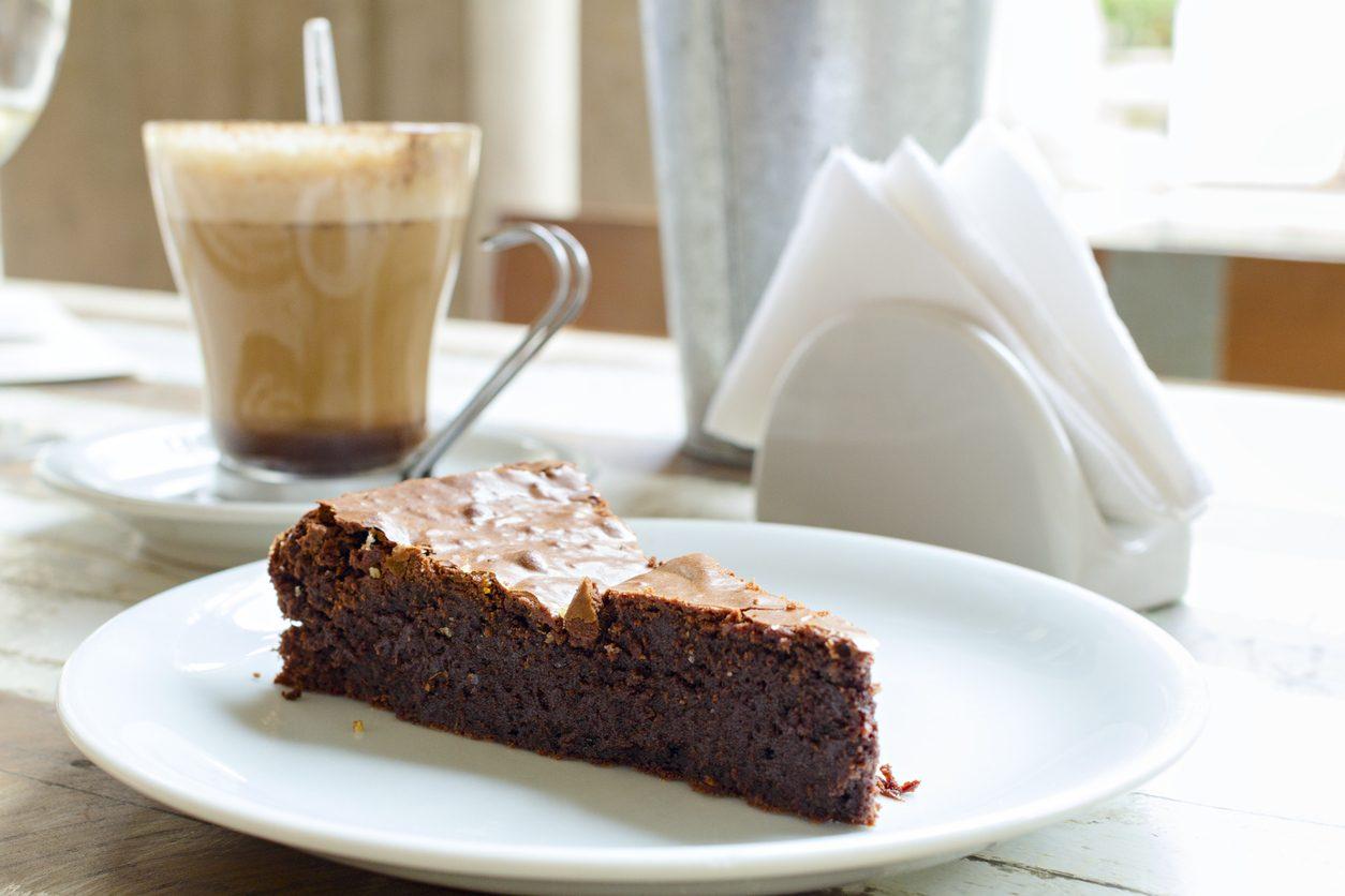 Torta al cioccolato e caffè: la ricetta del dolce morbido e delizioso