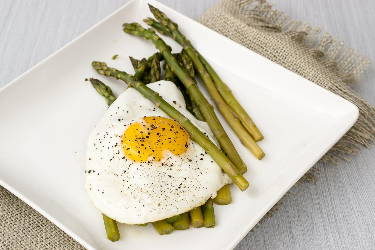 Asparagi e uova: la ricetta del secondo piatto semplice e gustoso