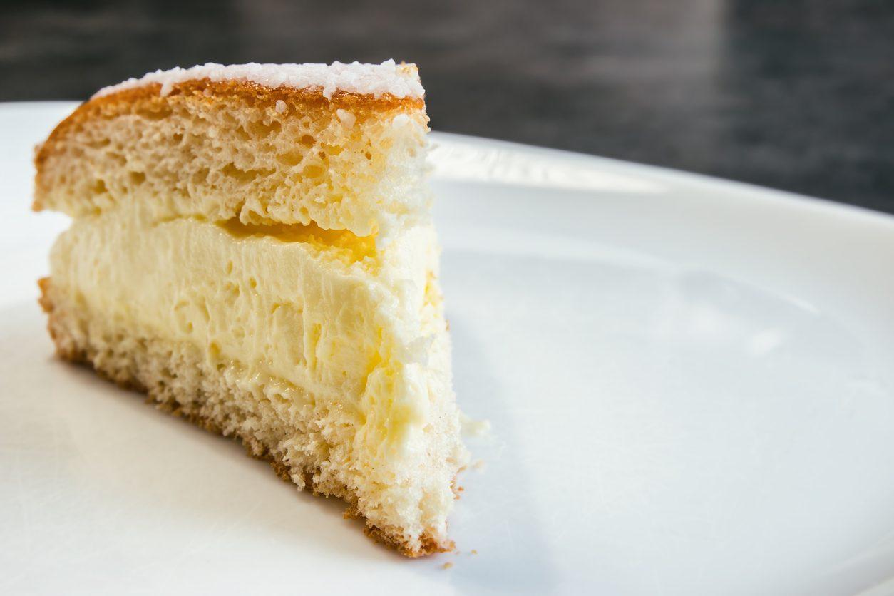 Torta fiocco di neve: la ricetta del dolce farcito leggero come una nuvola