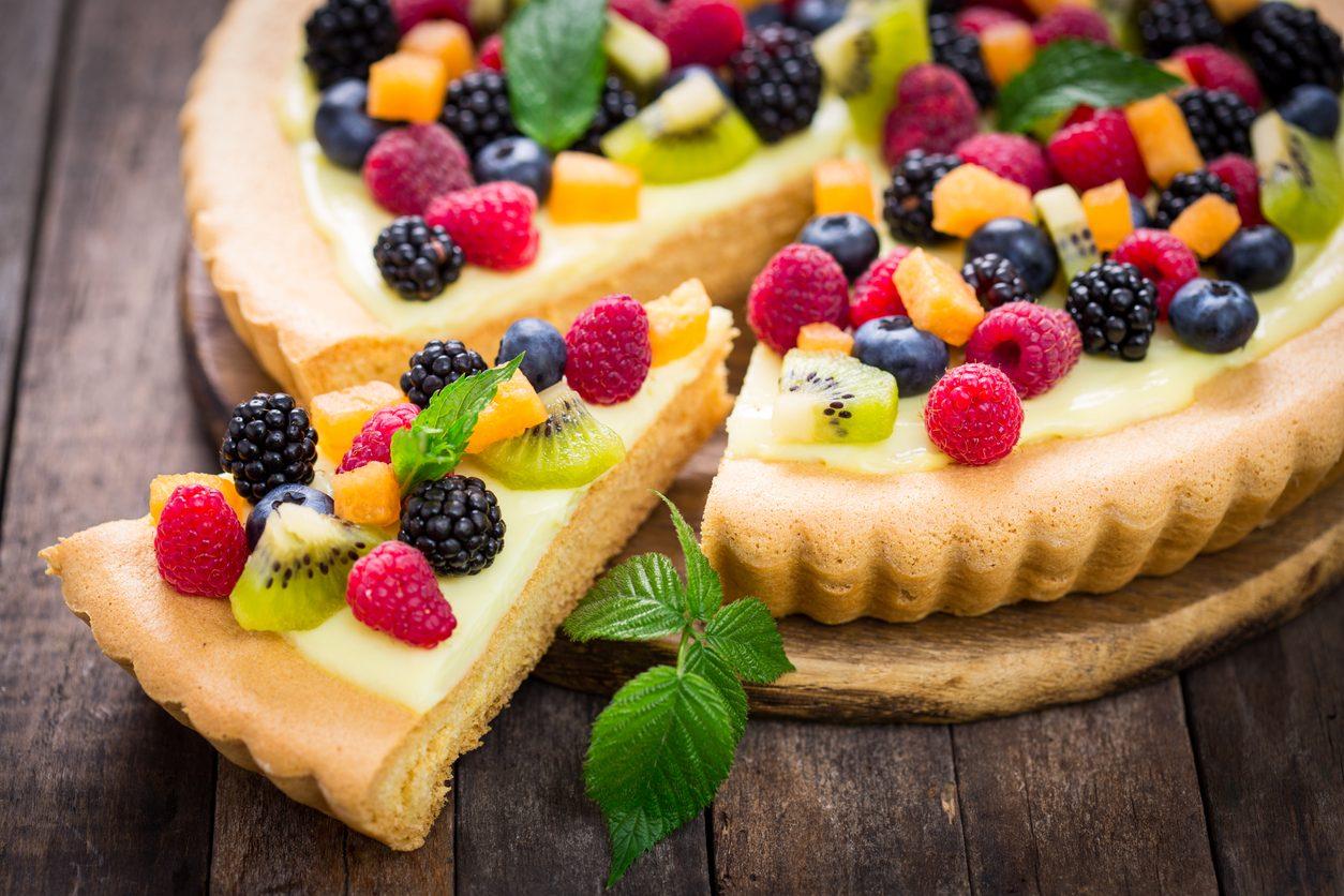 Crostata alla frutta: la ricetta del dolce fresco di stagione
