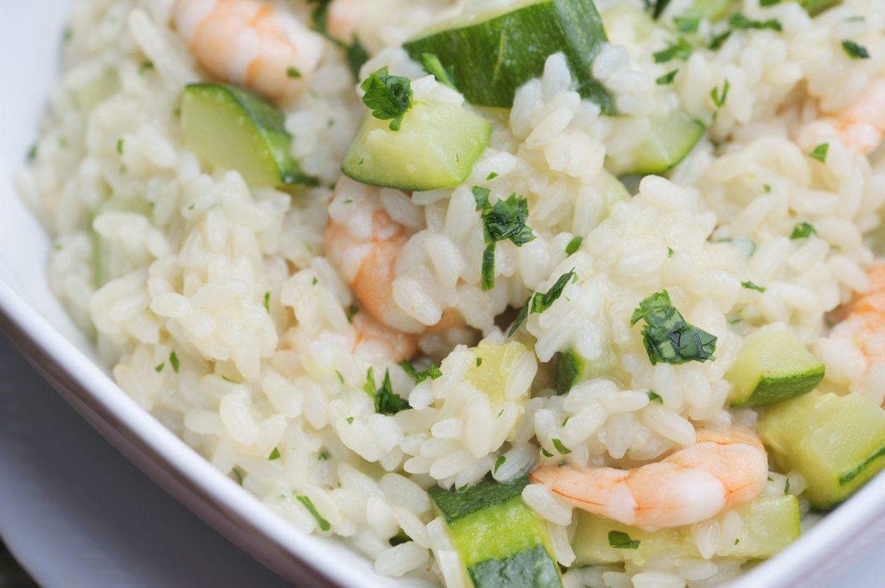 Risotto zucchine e gamberetti: la ricetta cremosa