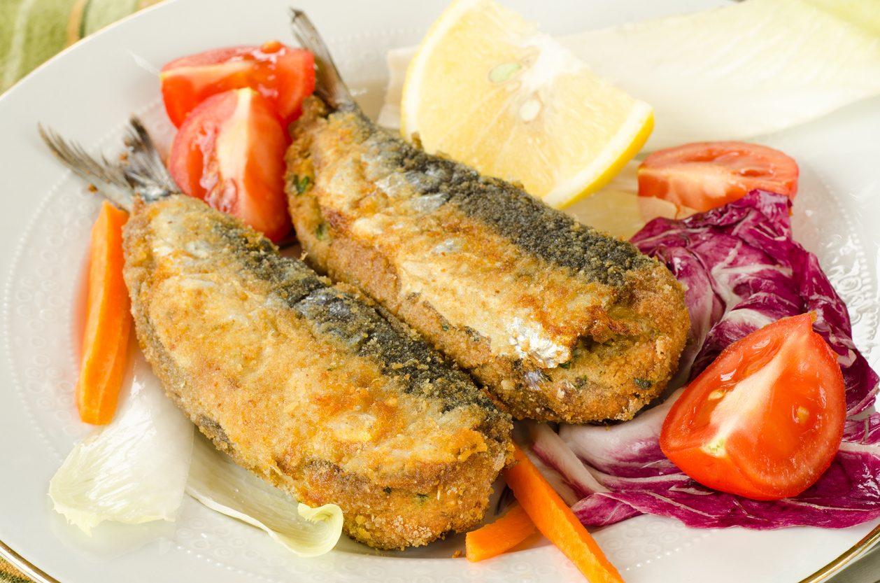 Sarde ripiene: la ricetta del secondo piatto gustoso da preparare fritto o al forno