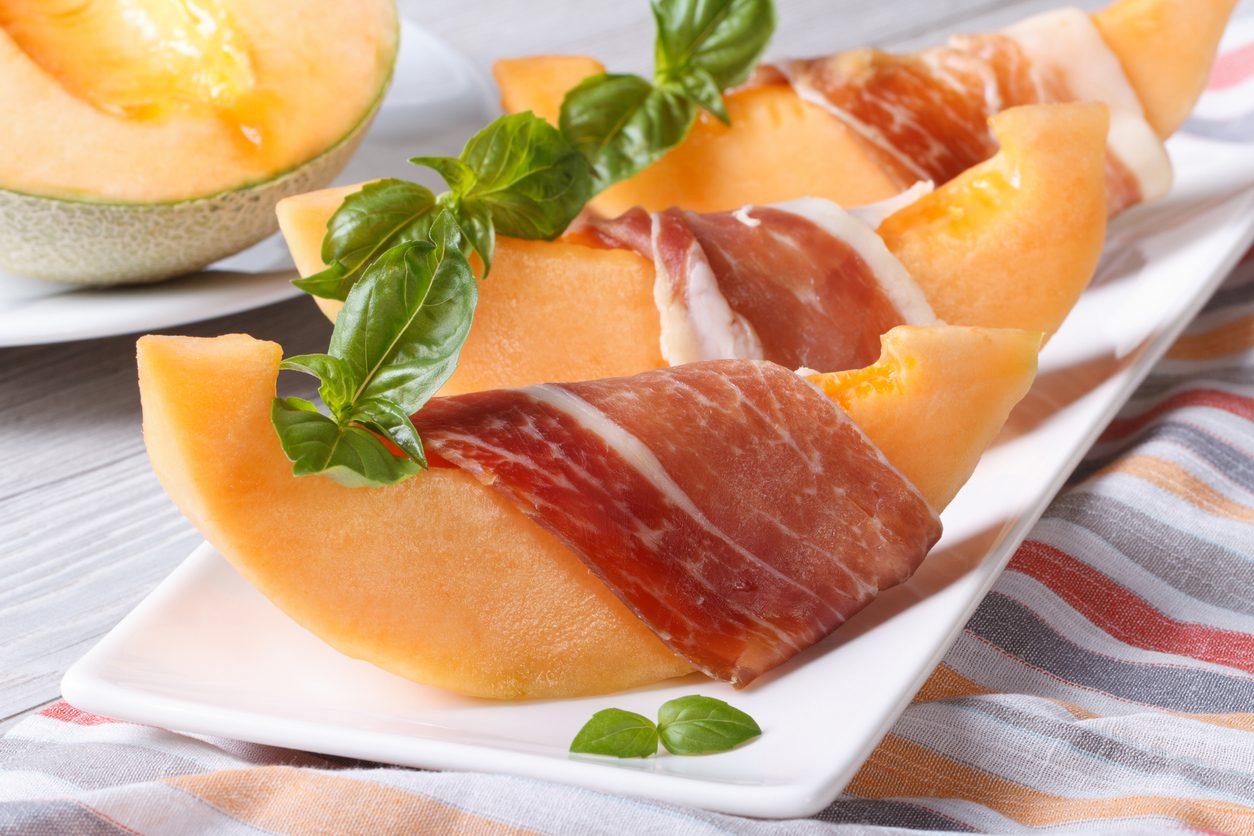 Prosciutto e melone: come prepararlo e le idee per presentare questo classico estivo