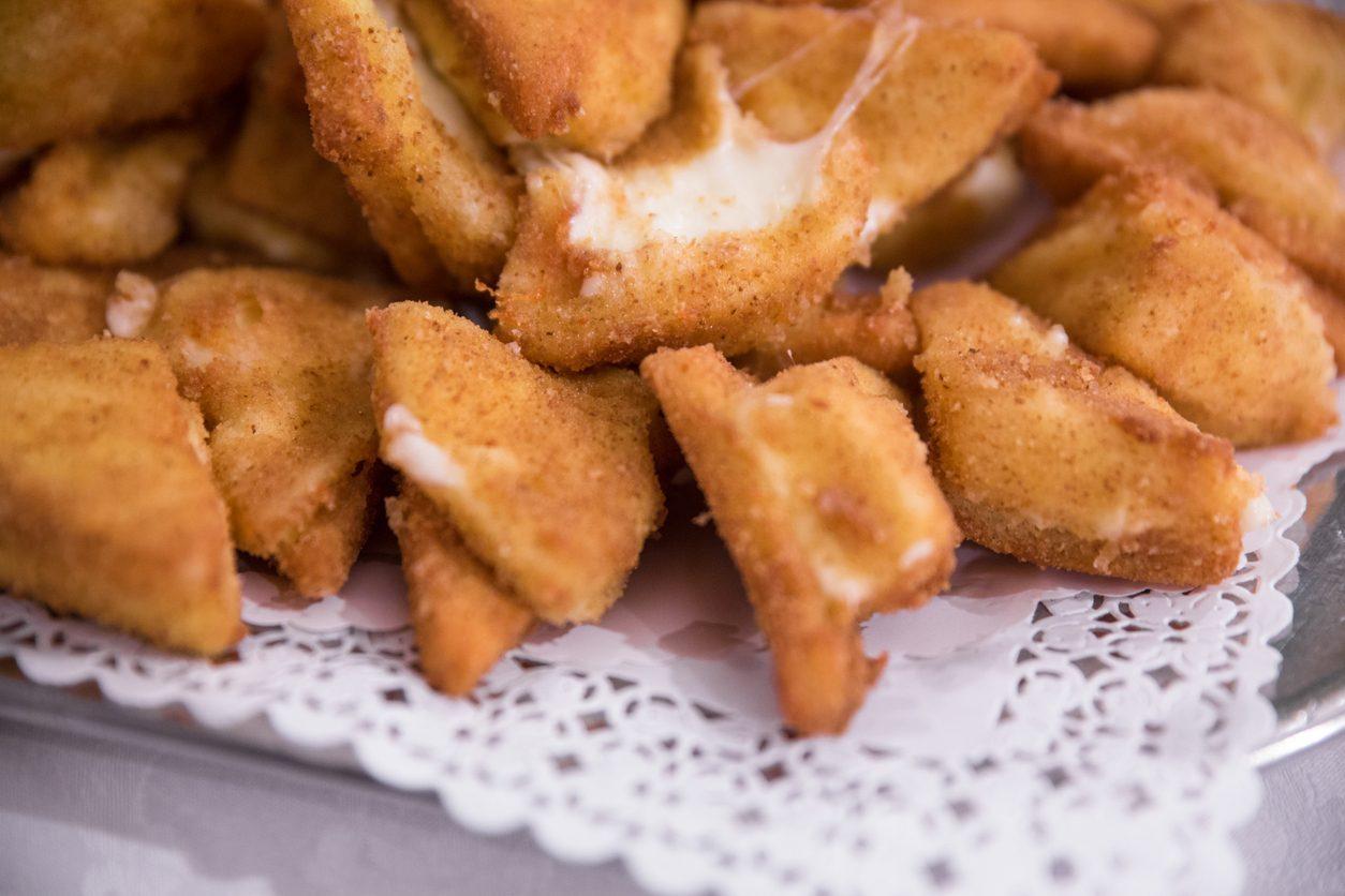 Mozzarella in carrozza con acciughe: la ricetta del secondo filante