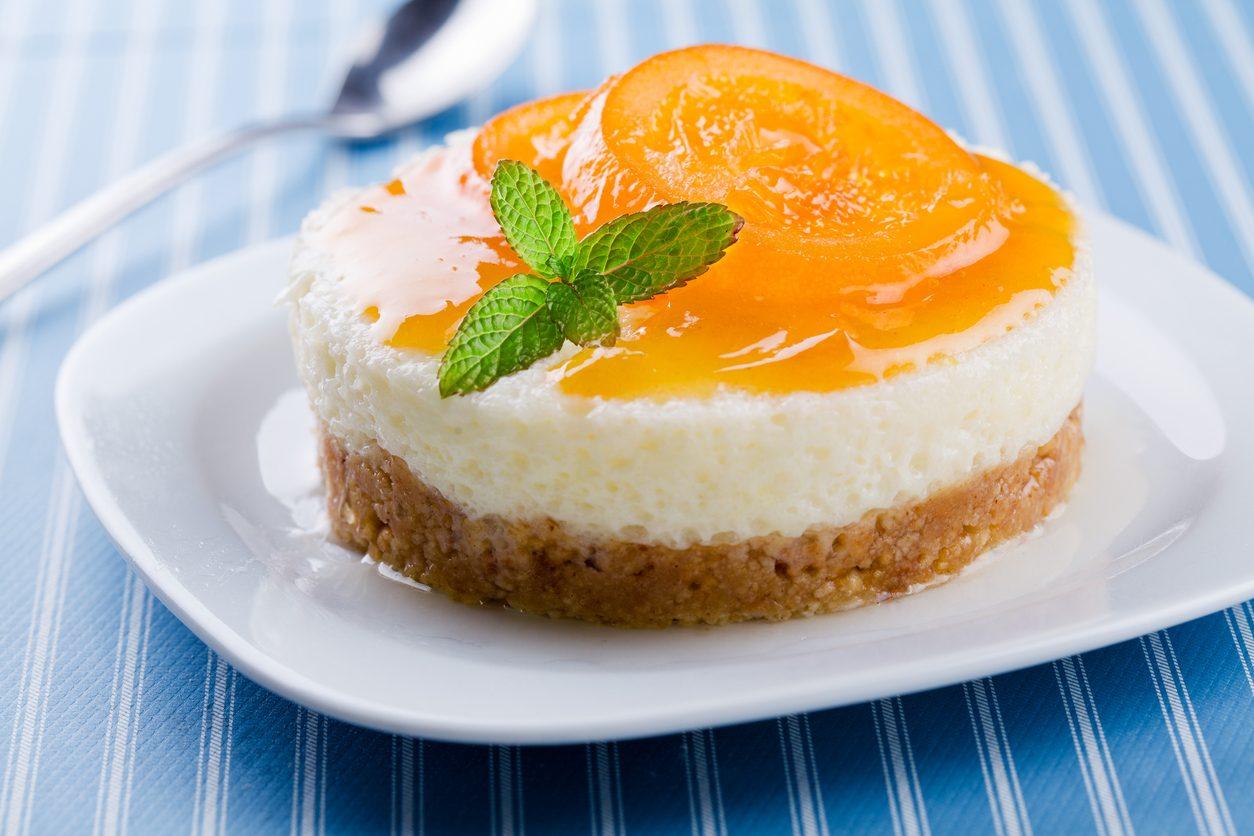 Mini cheesecake alle albicocche: la ricetta veloce del dolce al cucchiaio alla frutta