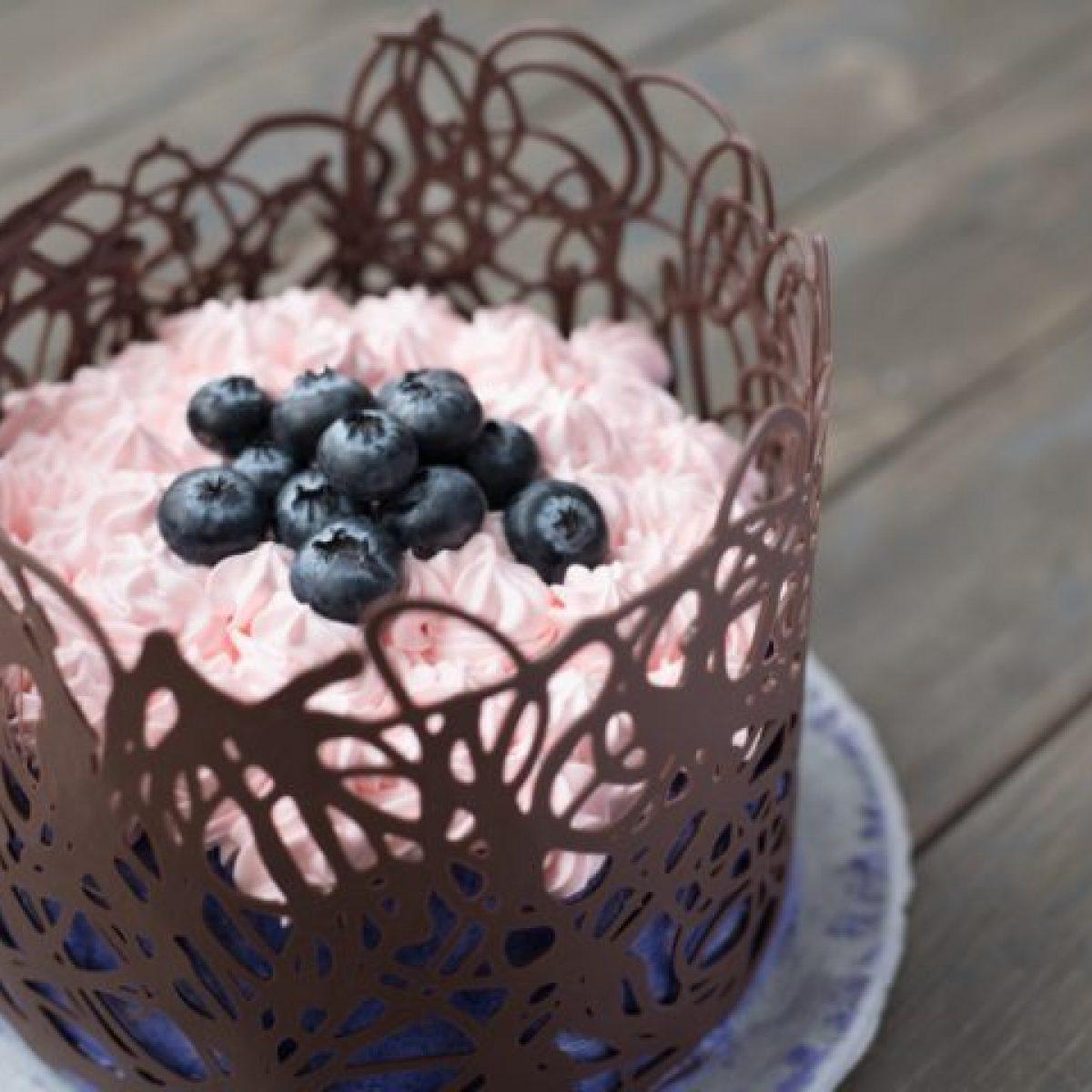 Idee Per Decorare Una Torta come decorare le torte: 10 idee fai da te facili e veloci