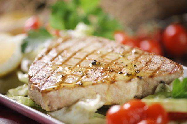 Ricetta Veloce Tonno.Bistecca Di Tonno La Ricetta Del Secondo Piatto Di Pesce Veloce E Saporito