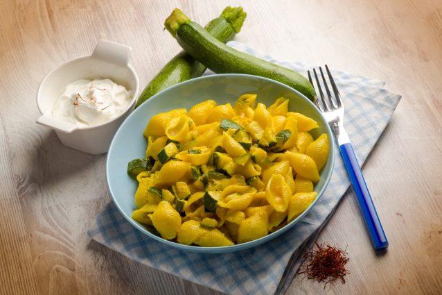 Ricetta Pasta Zucchine E Zafferano.Pasta Zucchine E Zafferano La Ricetta Del Primo Piatto Gustoso E Colorato