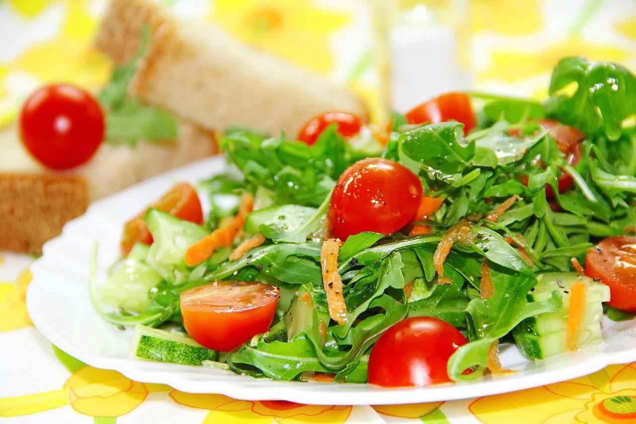 Insalata di cetrioli: la ricetta del contorno estivo fresco e leggero