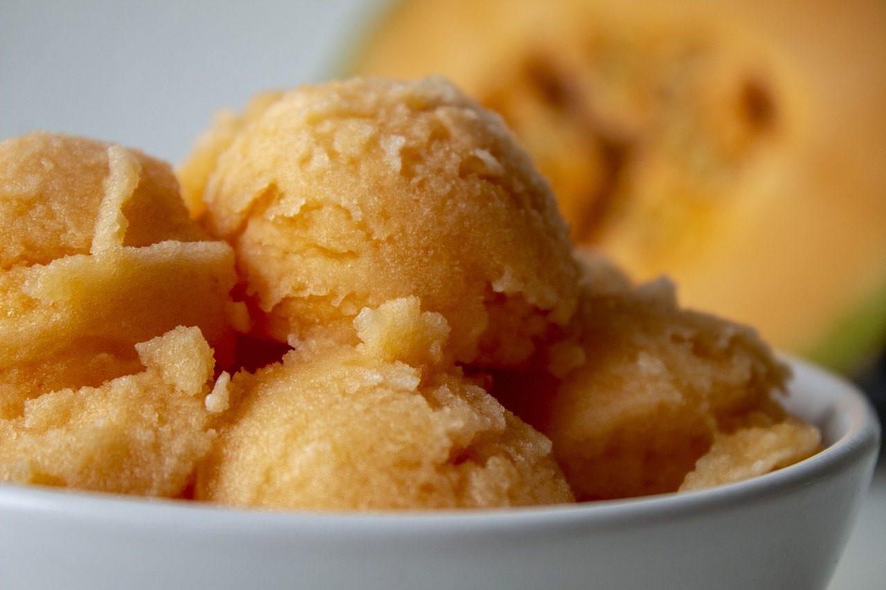 Sorbetto al melone: la ricetta del dessert fresco senza gelatiera ideale per l'estate