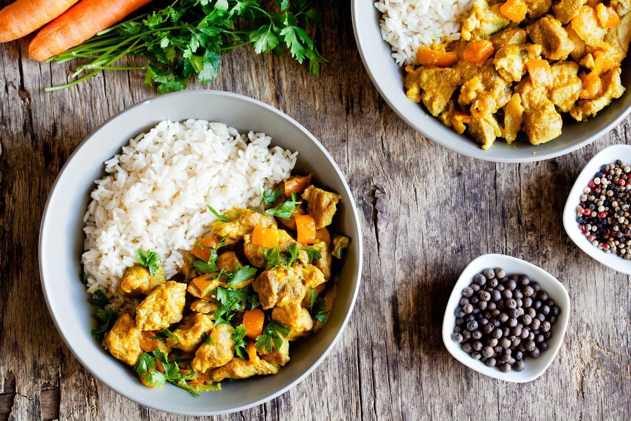 Spezzatino di pollo alla curcuma: la ricetta del secondo piatto speziato e goloso