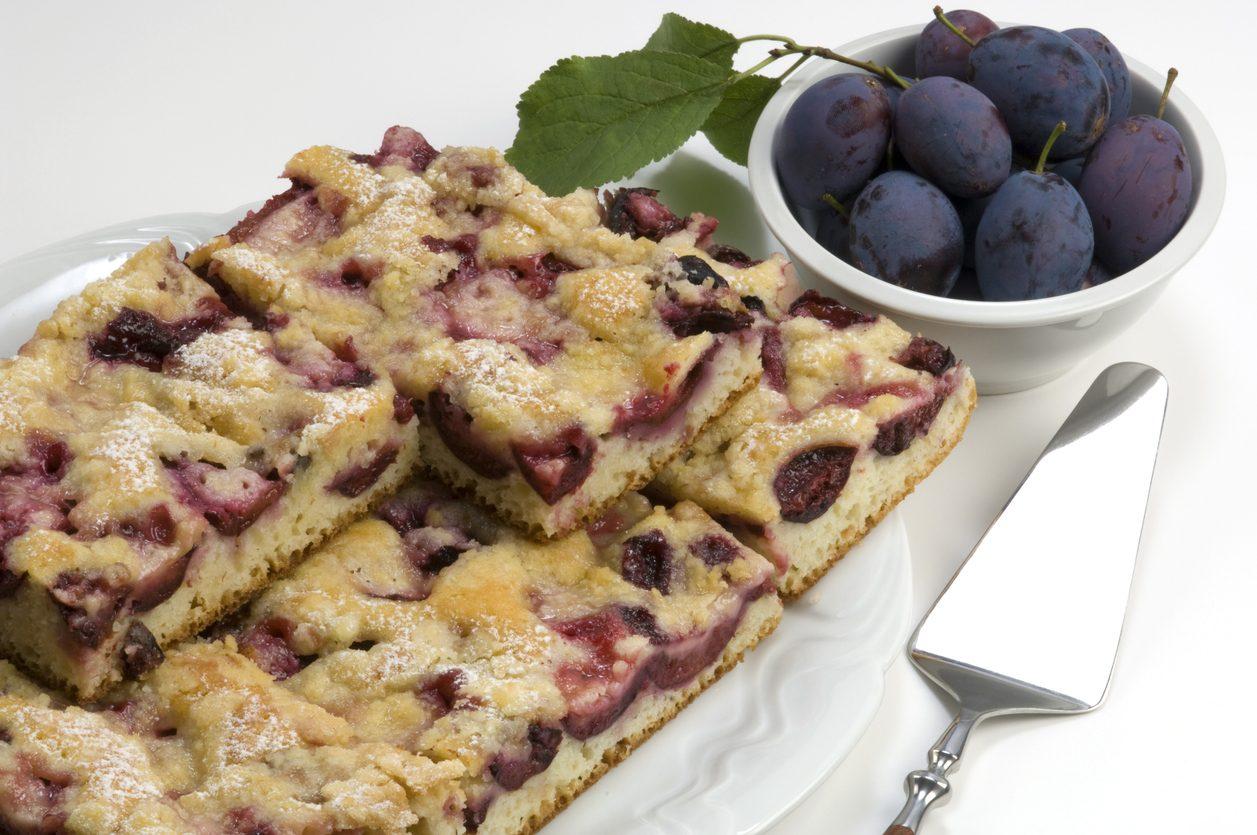 Torta di prugne: la ricetta del dolce profumato fatto in casa