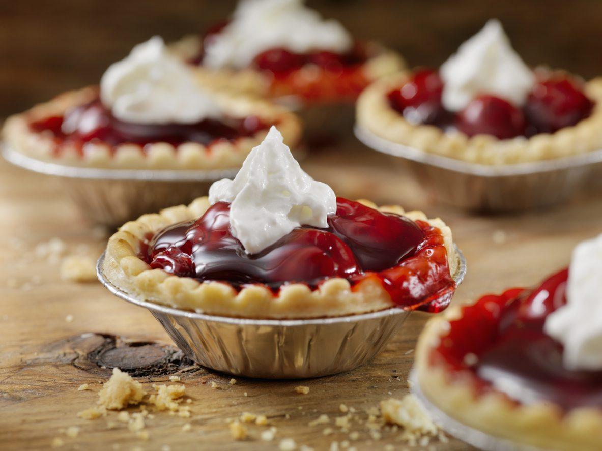 Tortini alle ciliegie: la ricetta dei dolcetti sfiziosi e facili da preparare