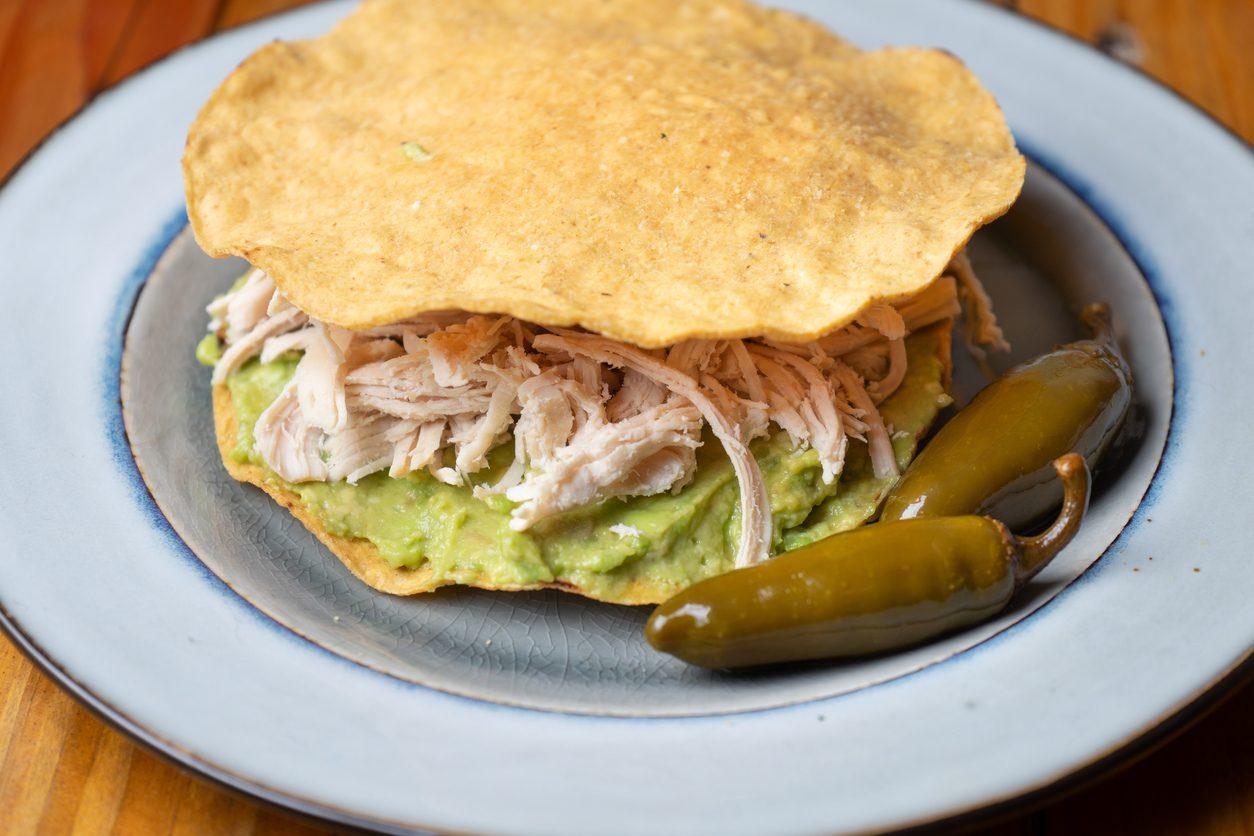 Tortilla toast con pollo e guacamole: la ricetta per un pranzo estivo veloce e gustoso