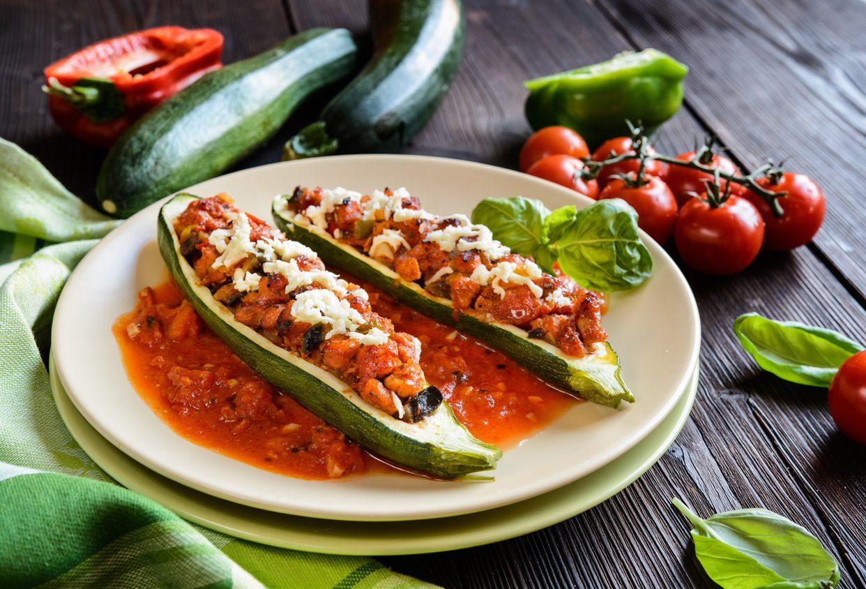 Zucchine alla pizzaiola: la ricetta delle barchette sfiziose senza frittura