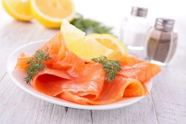 Antipasti con salmone fresco e affumicato: idee e ricette per l'estate