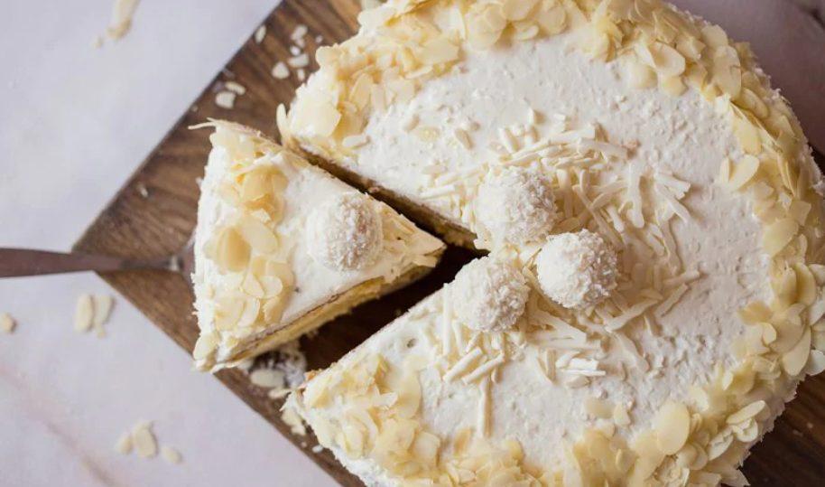 Torta fredda al cocco: la ricetta di un dolce fresco senza cottura