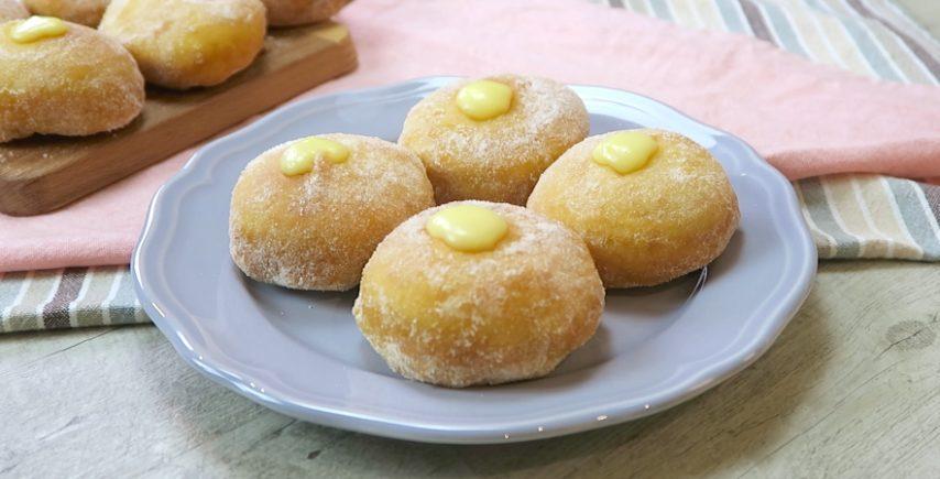 Bombe alla crema: la ricetta del dolce fritto sofficissimo e facile da preparare