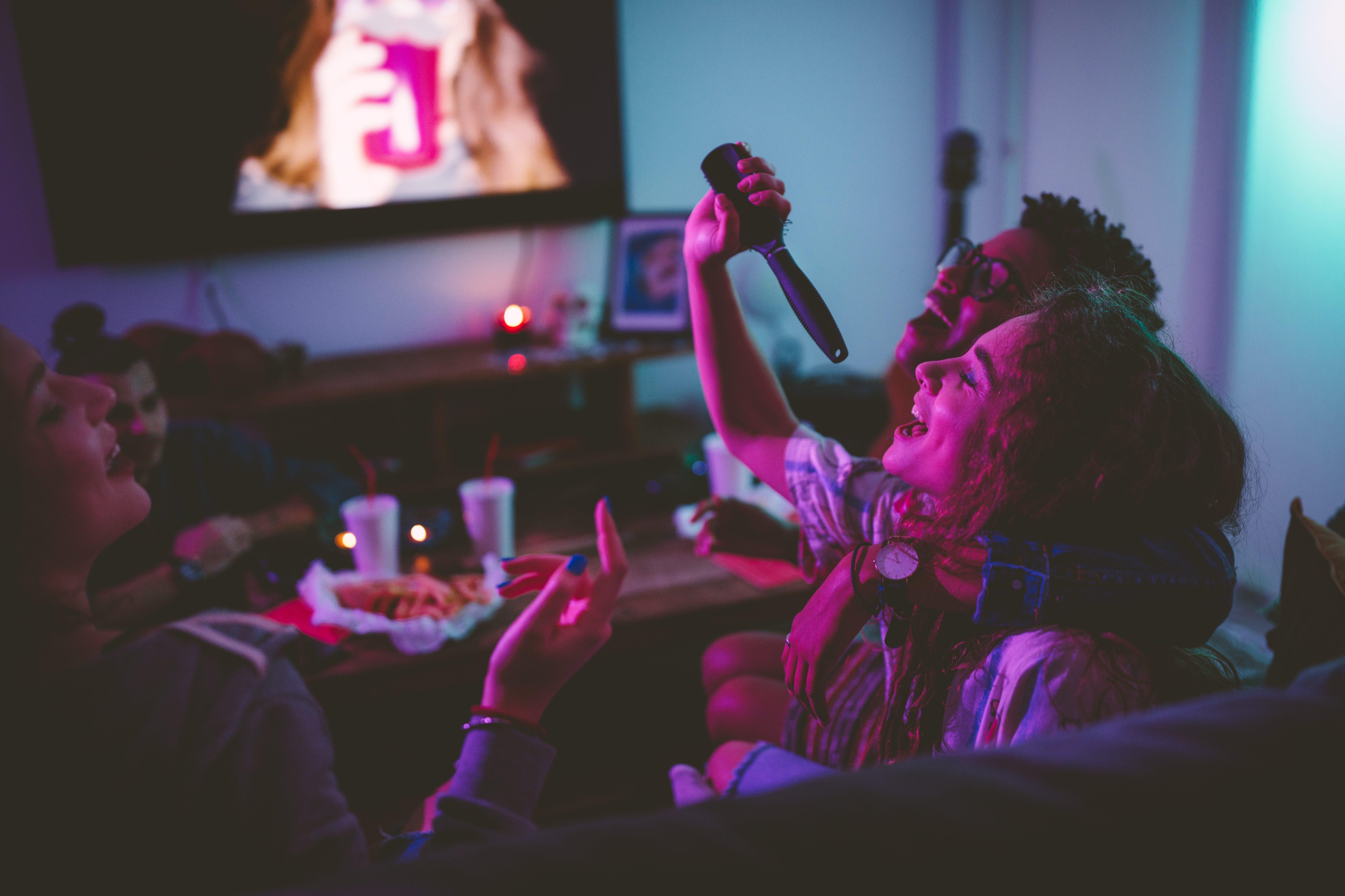 Programmi per la serata: cosa fare con gli amici se siete a corto di idee