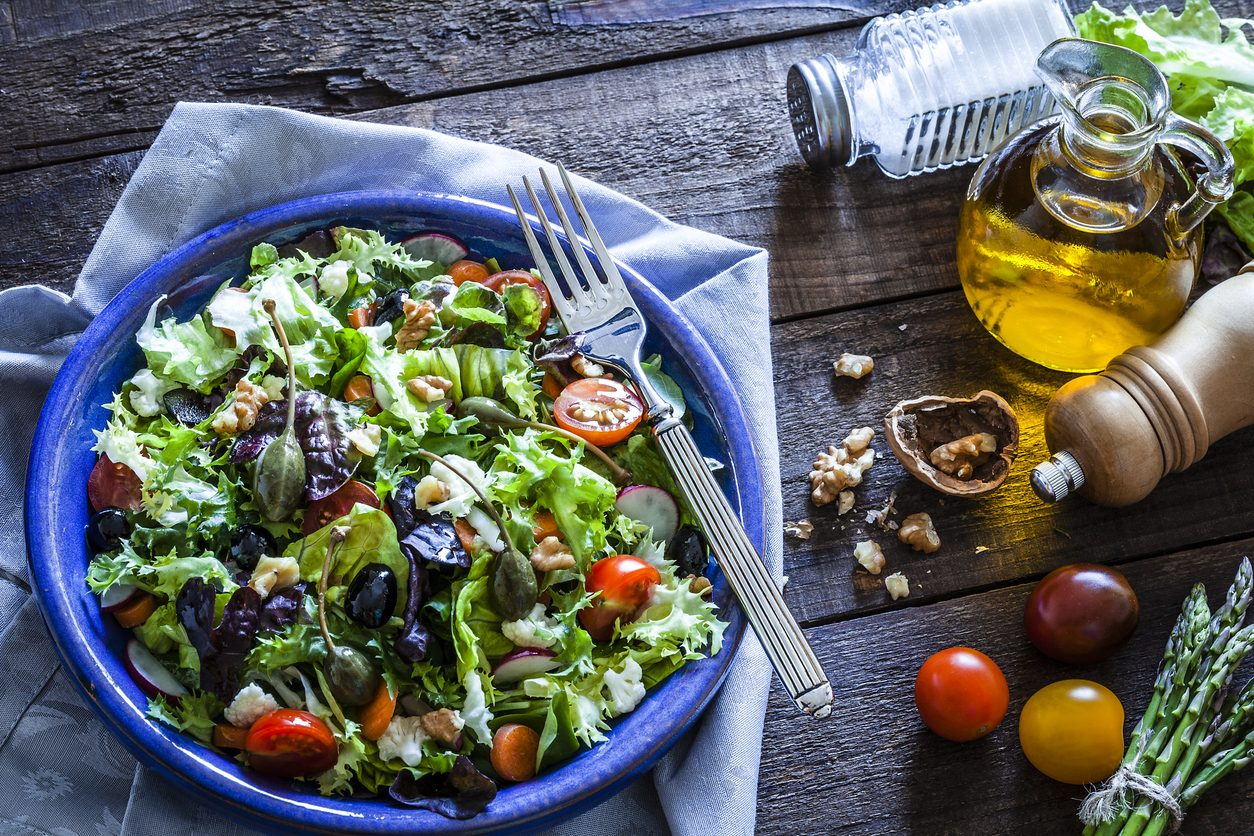 Come fare un'insalata mista: trucchi e segreti per fare un'insalata sfiziosa