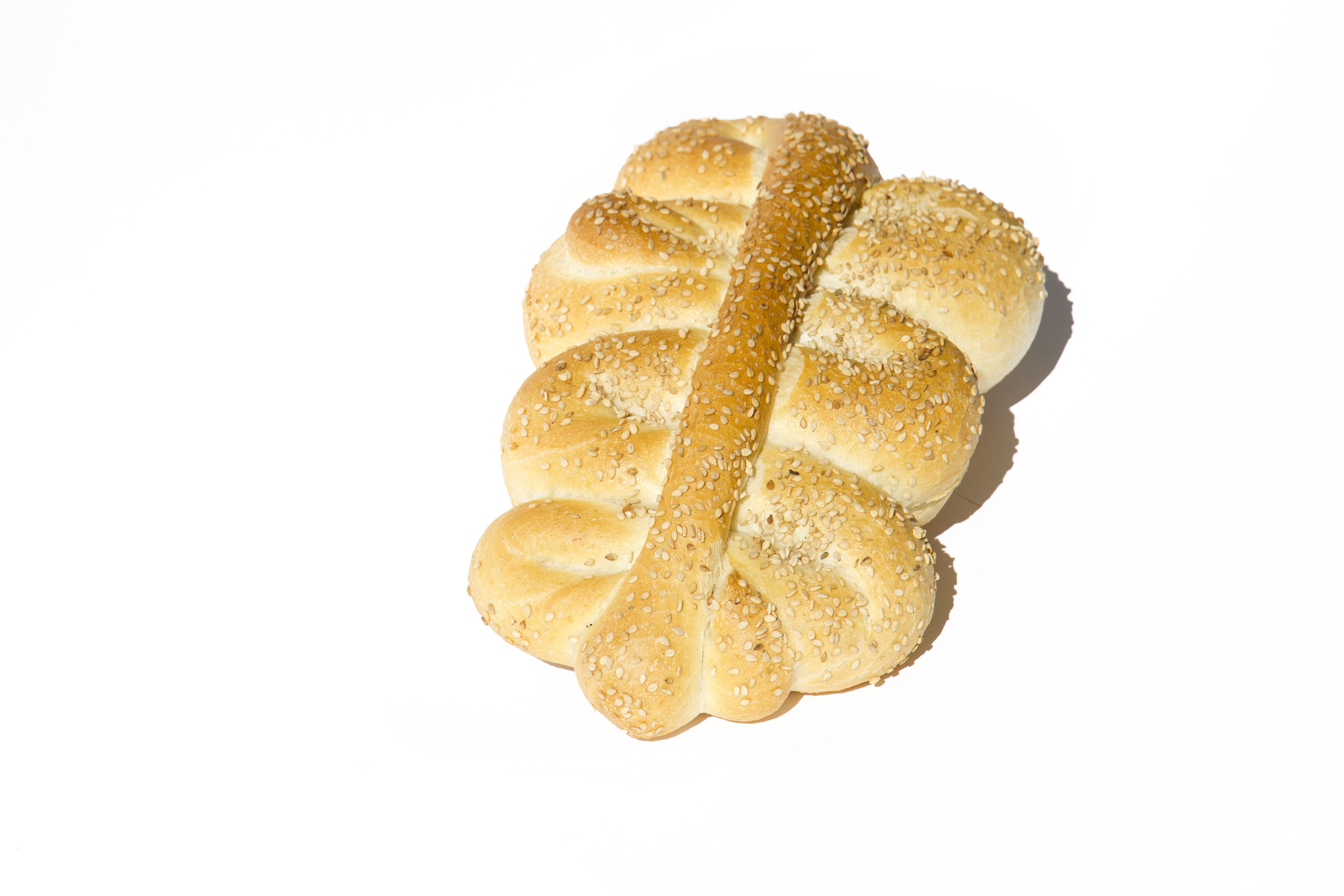 Mafalde siciliane: la ricetta del pane tipico della Sicilia ricoperto di sesamo