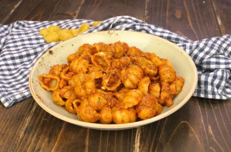 Pasta al pesto e pomodoro: la ricetta del primo piatto veloce e gustoso