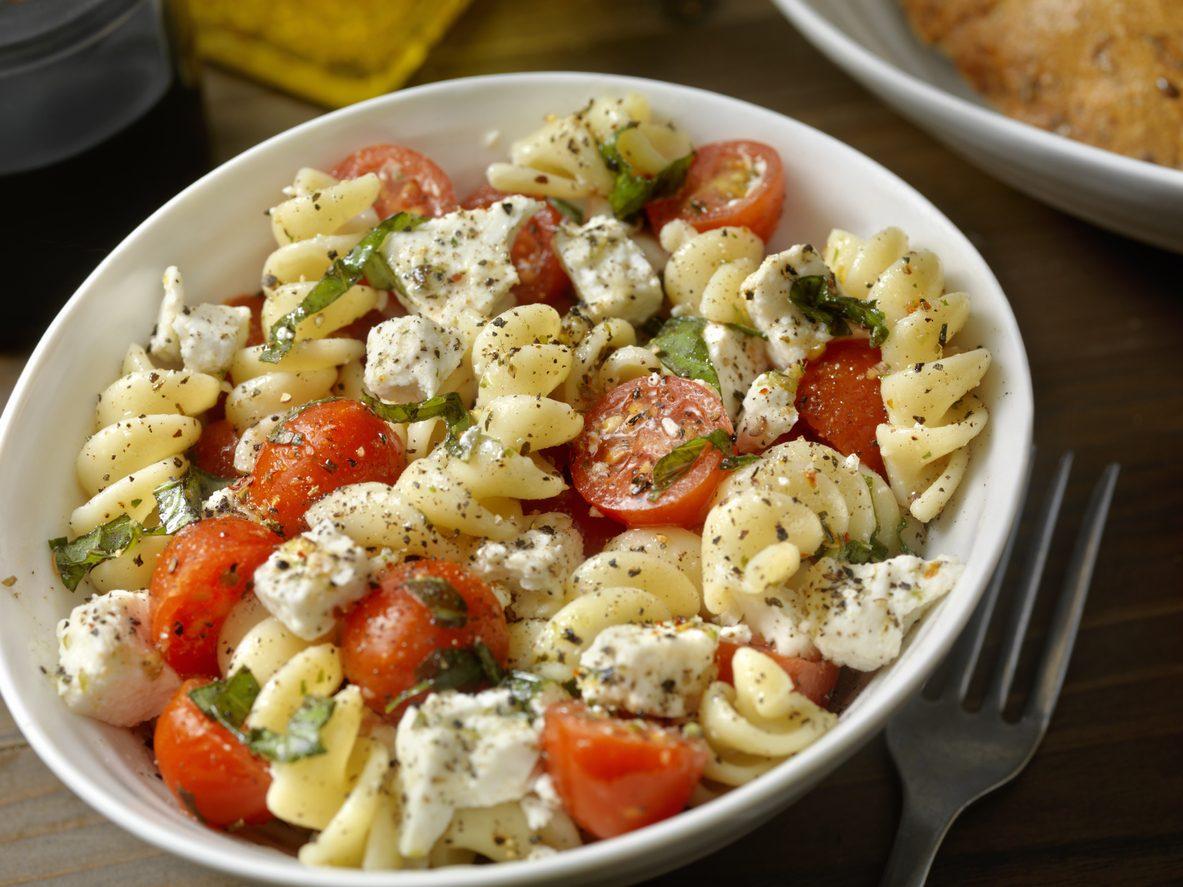 Pasta fredda tricolore: la ricetta del piatto fresco, buono e colorato