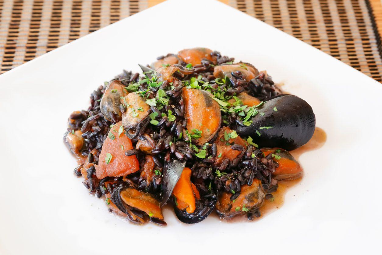 Riso venere con cozze: la ricetta del piatto povero e ricco di gusto