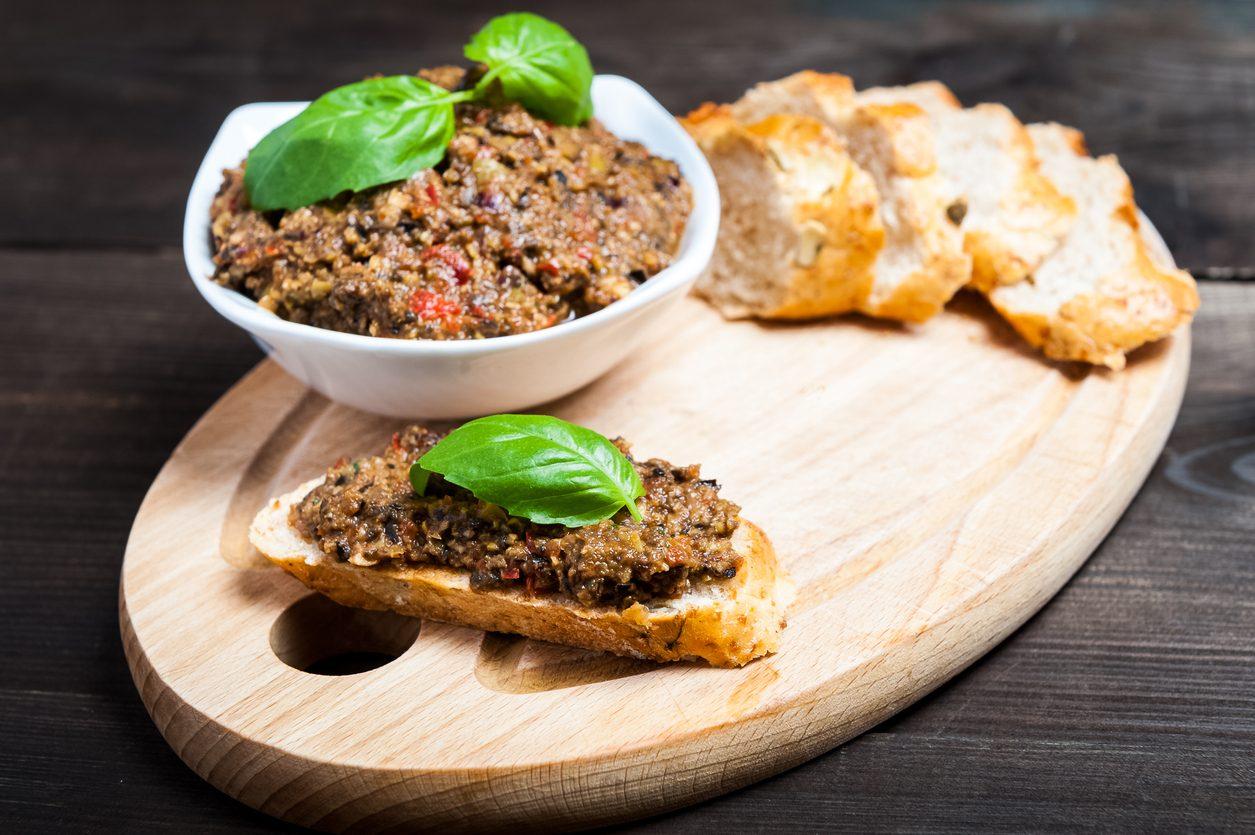 Salsa di acciughe: la ricetta del condimento saporito e pronto in pochi minuti
