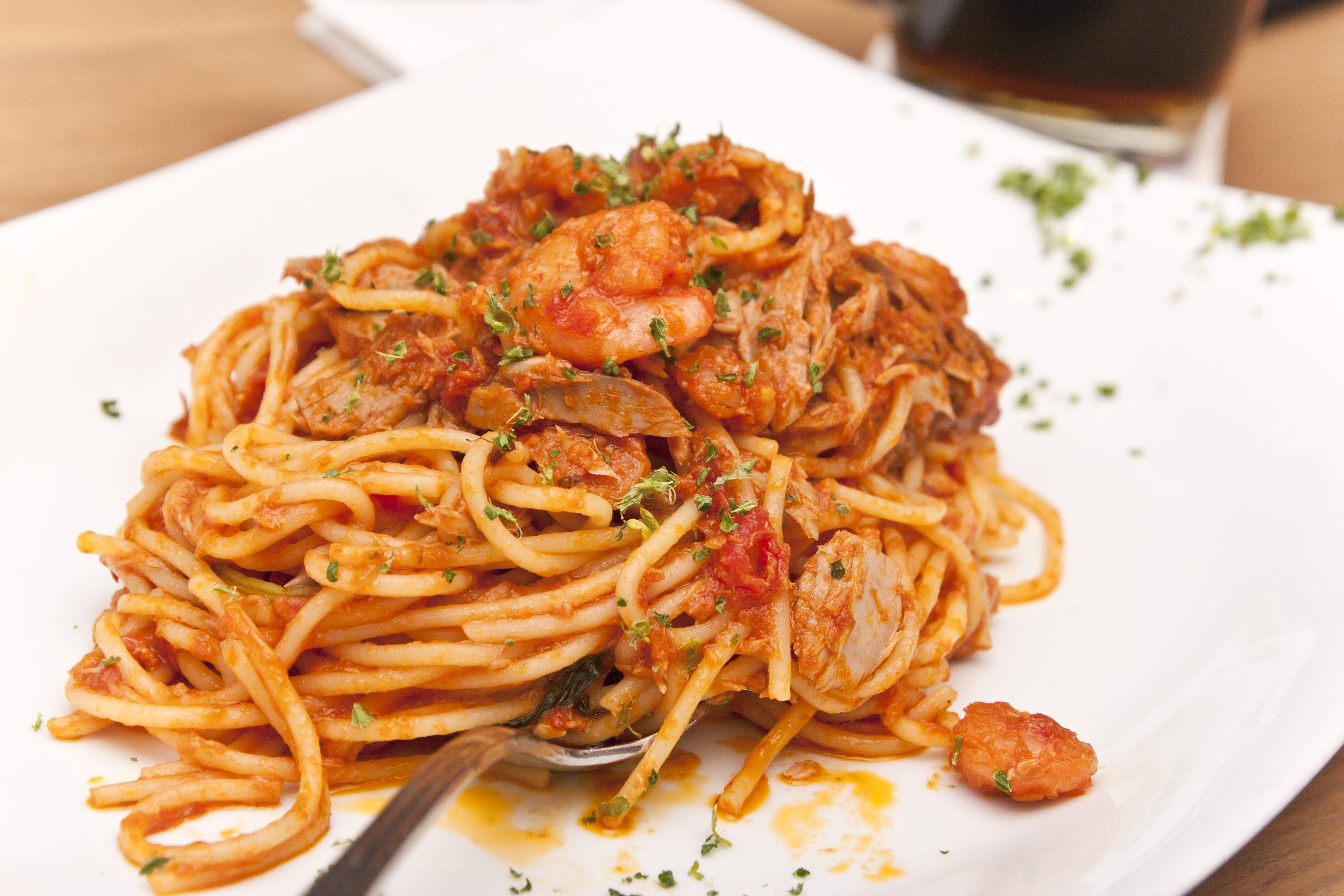 Spaghetti all'amalfitana: la ricetta della pasta semplice a base di pesce