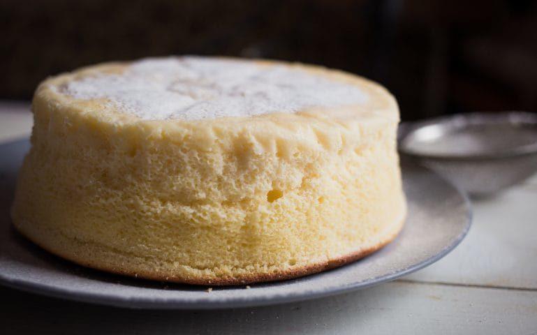 Torta al latte condensato: la ricetta del dolce sofficissimo che si scioglie in bocca